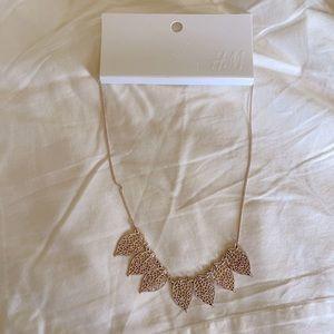 H&M rose gold leaf necklace (NWT)